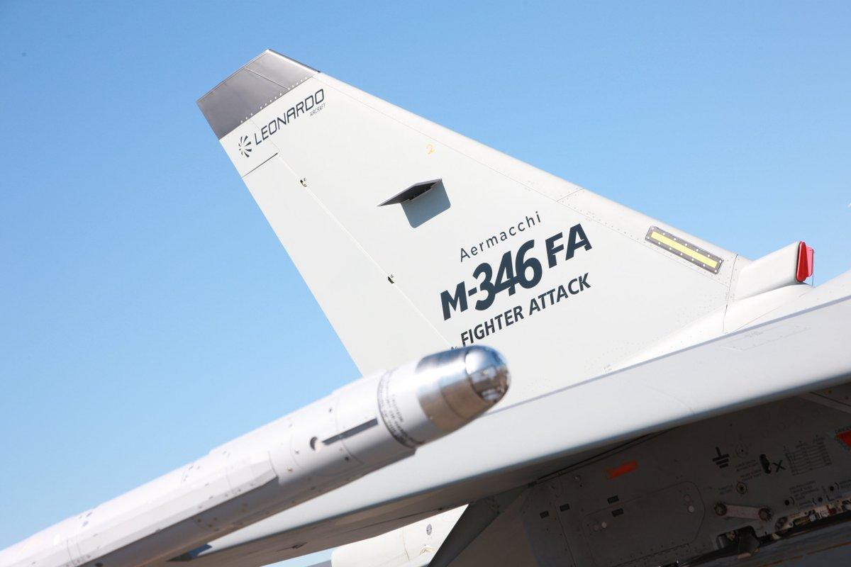 طائرة التدريب المتقدم m346 - صفحة 2 DCwW6xjXYAAD5hl