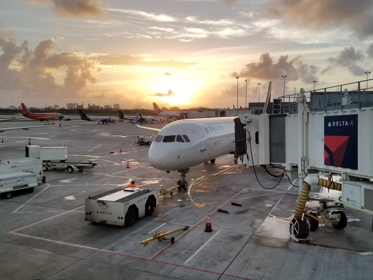 Good morning from @FLLFlyer, about to hop on my @Delta flight #FortLauderdale to #Louisville. #Travel #LouisvilleLove <br>http://pic.twitter.com/wH9E6o0UT3 &ndash; bij Fort Lauderdale-Hollywood International Airport (FLL)