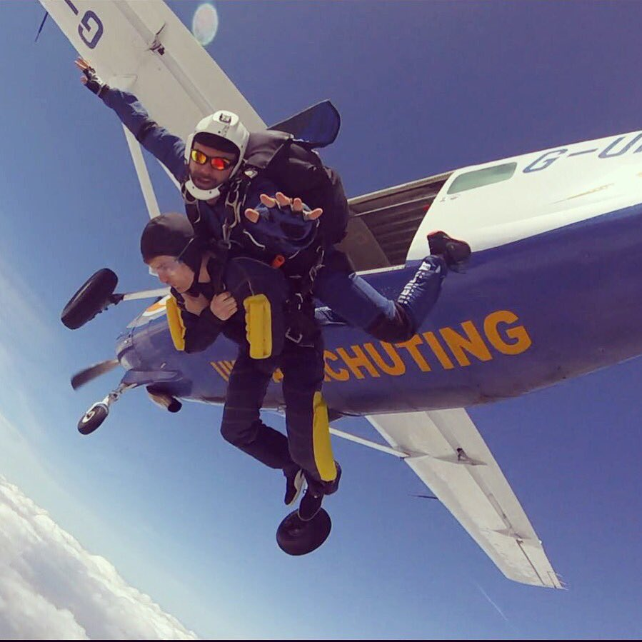 Taking advantage of the amazing weather. #ukparachuting @UKParachuting @UKParaBeccles #skydive #skydiving #tandem #Cessna @TeamJediairwear<br>http://pic.twitter.com/kNAdn4gswo