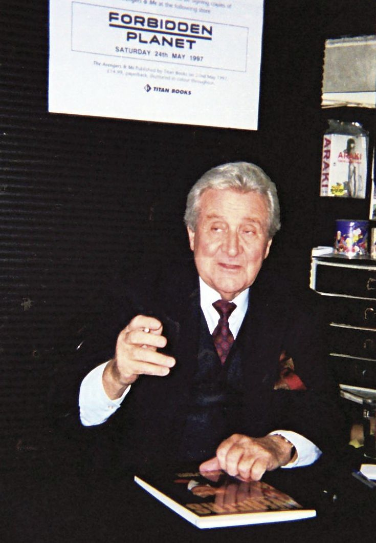 #PatrickMacnee meeting delighted fans &amp; signing his book &quot;#TheAvengers &amp; Me&quot; at #London&#39;s #ForbiddenPlanet store, 10 years ago<br>http://pic.twitter.com/JLdbnv3ibJ