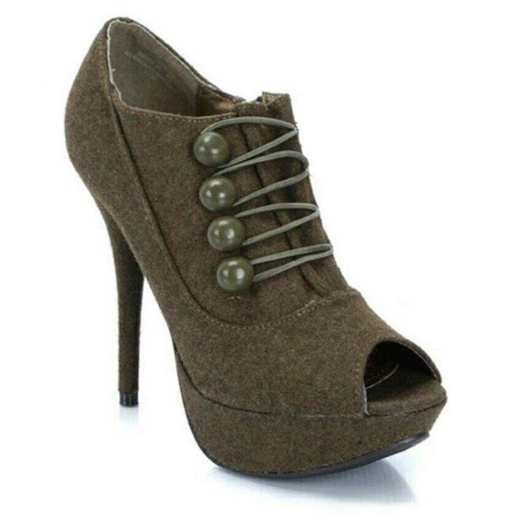 #Military inspired #heels  #poshmark #styleblogger #fashion #fashionblogger #tuesdayshoesday #ShoesdayTuesday #TuesdayMotivation #wiw #ootd<br>http://pic.twitter.com/kZV3oinllQ
