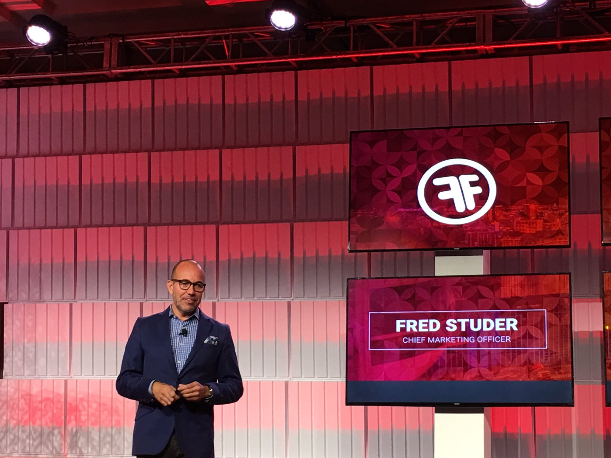MyPOV: @fredstuder all processes should be customer centric #FFComm17 https://t.co/rx6a7zTfSo
