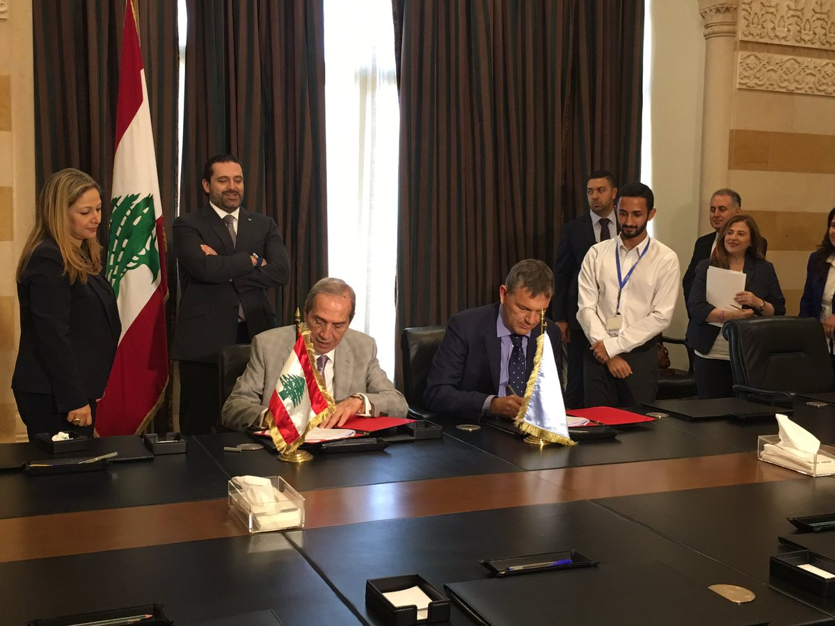 Live from the Grand Serail: Signing project document of #SDGs in #Lebanon by CDR &amp; @UNLazzarini #UNDP in the presence of PM @saadhariri.<br>http://pic.twitter.com/xC7o0AC7Nk