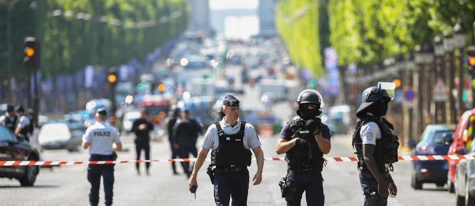 #Champs-Élysées : 4 gardes à vue dans la famille de l'assaillant  http:// bit.ly/2rQ628f    pic.twitter.com/r7DjvtoqQw