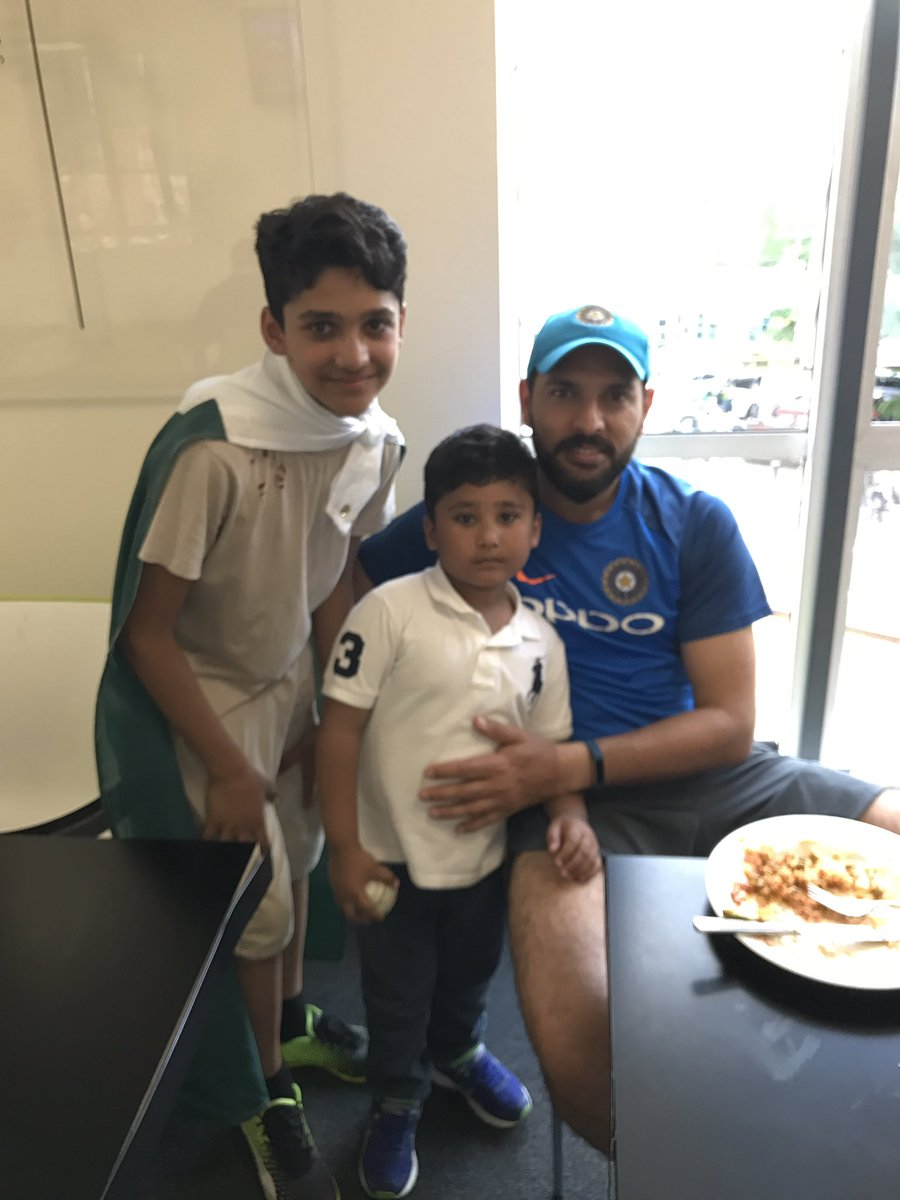 I just love these legends &amp; have huge respect for themall of them r so big hearted really #proud of u all @imVkohli #Dhoni #YuvrajSingh<br>http://pic.twitter.com/vRMKSqGa0Q