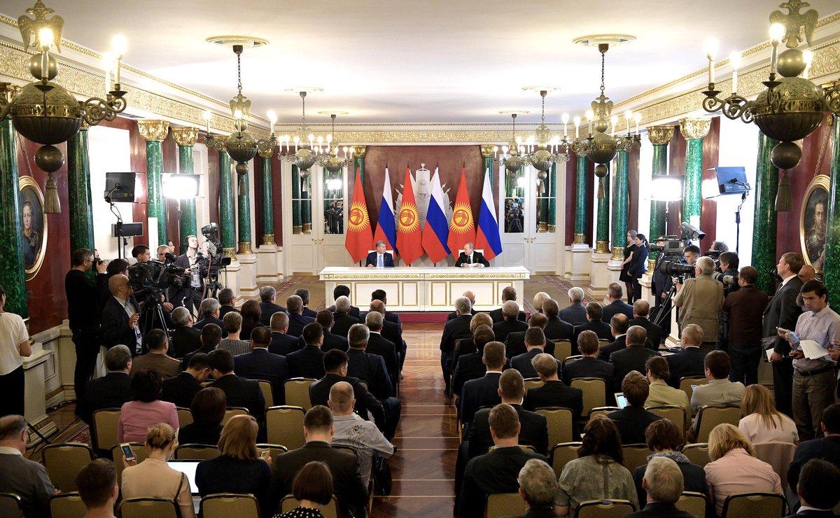 #Kremlin: Press statements following Russian-Kyrgyzstani talks  http:// bit.ly/2sSteY7  &nbsp;  <br>http://pic.twitter.com/75uEm9N9Zg