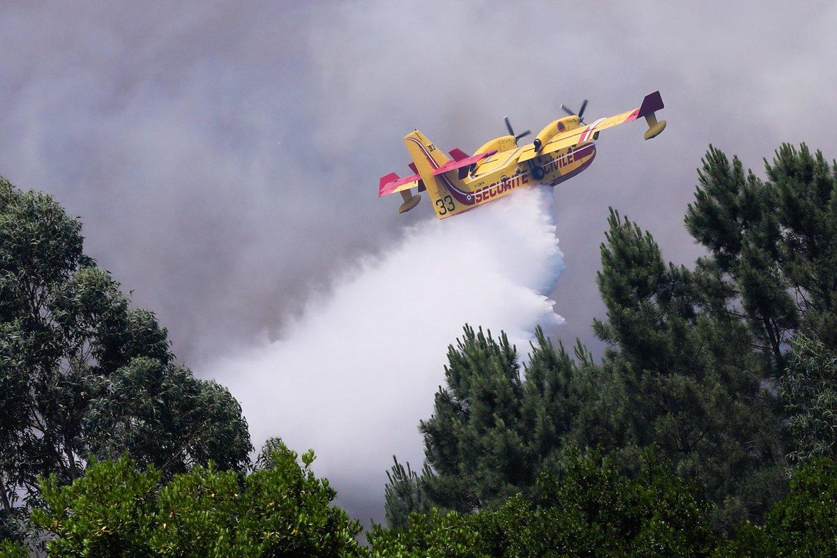 Avião despenha-se ao combater o fogo de Pedrógão Grande https://t.co/Xgw218Hj8i