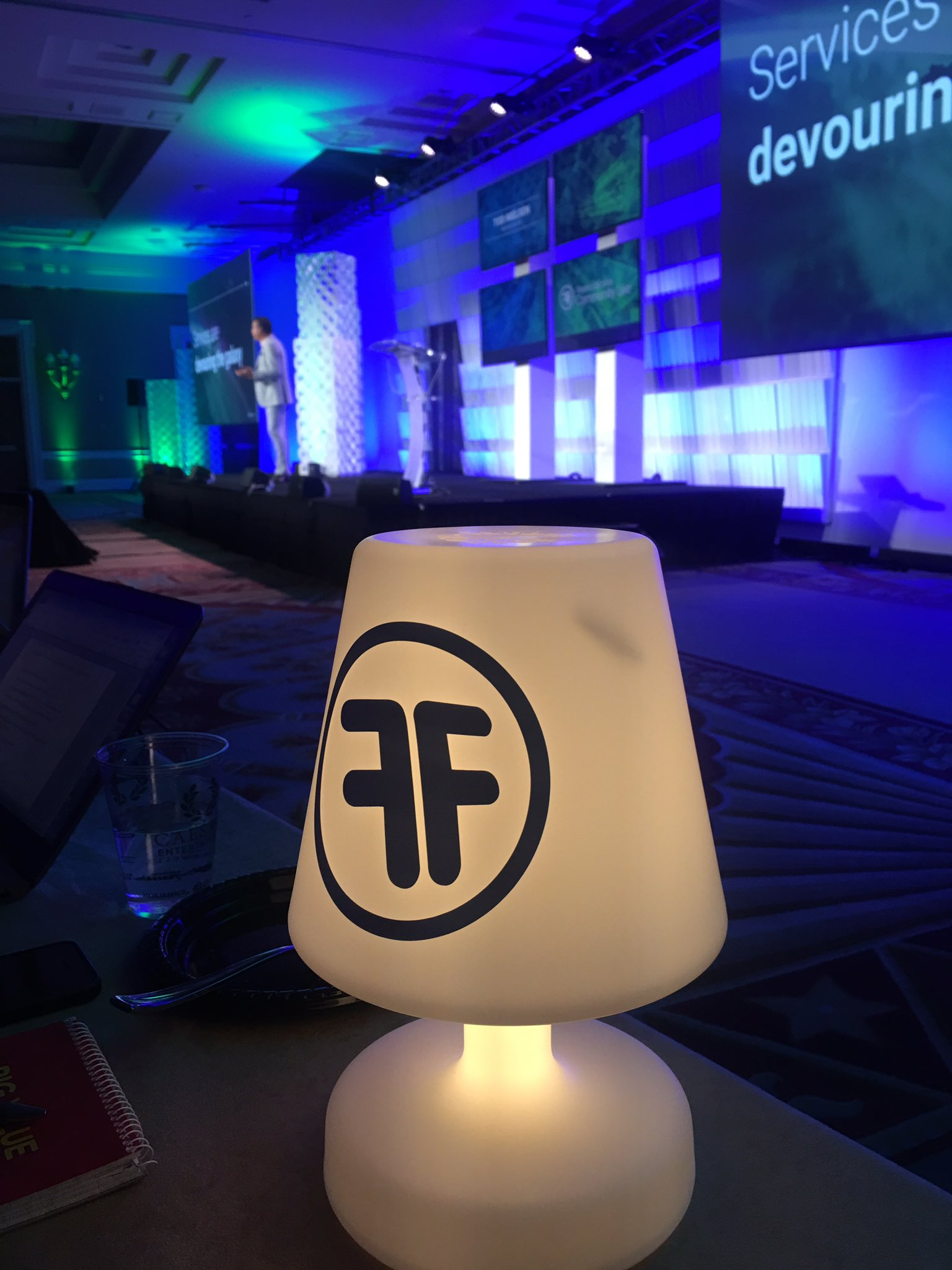 Loving the @FinancialForce lamps in the press/analyst section #FFComm17 https://t.co/a9O51zXFZp