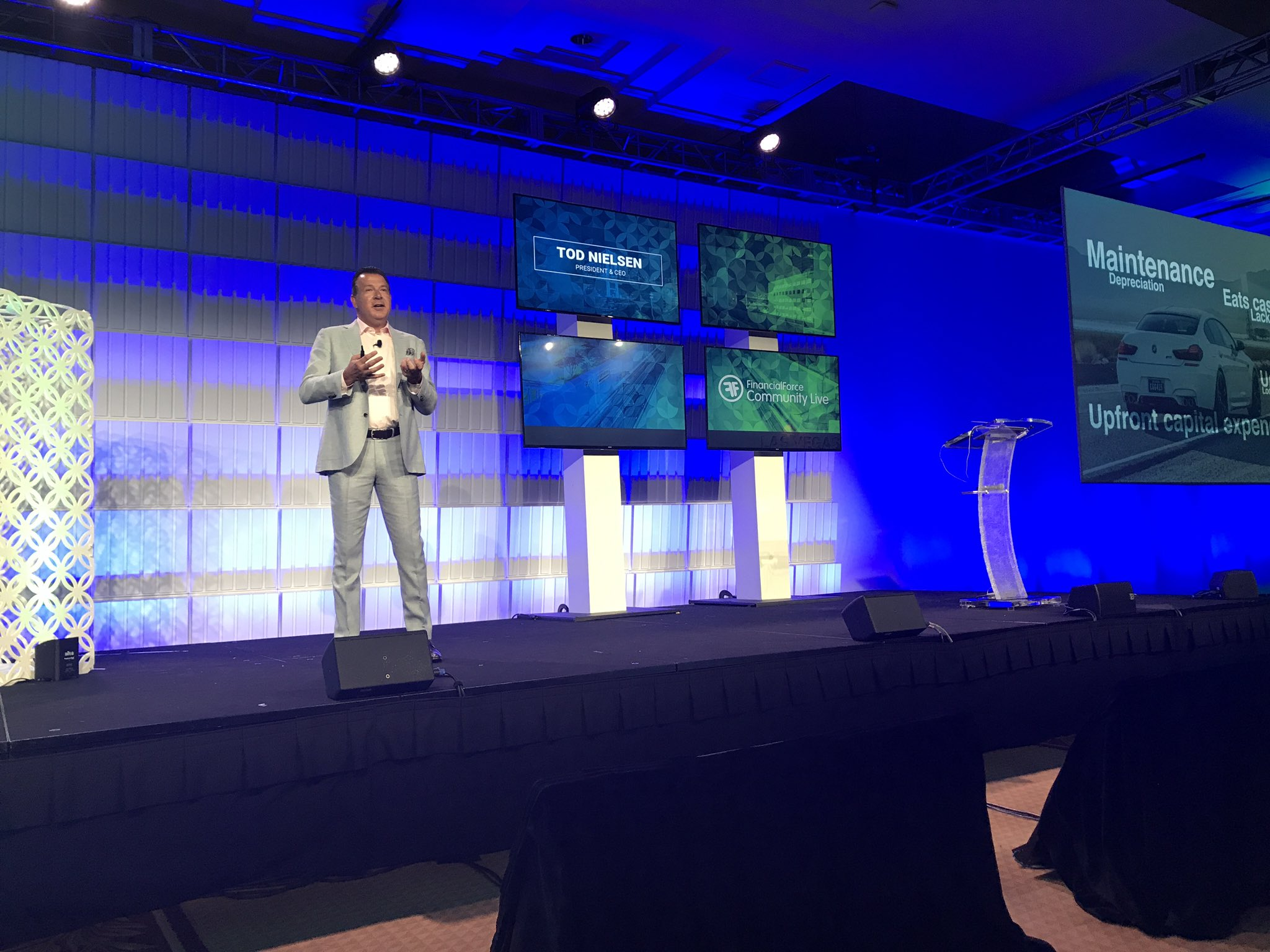 Data protection and security will drive organisations to move to the cloud says Tod Nielsen @FinancialForce #ffcomm17 https://t.co/r7vUHEVW93