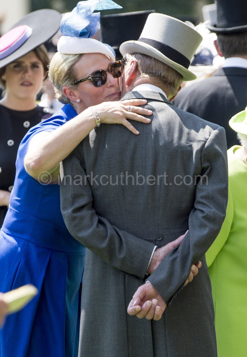 A kiss for the Duke and a curtsey for the Queen from Zara Tindall on day 1 of Royal Ascot. #RoyalAscot #zara #queen<br>http://pic.twitter.com/NDCg0GUKTw