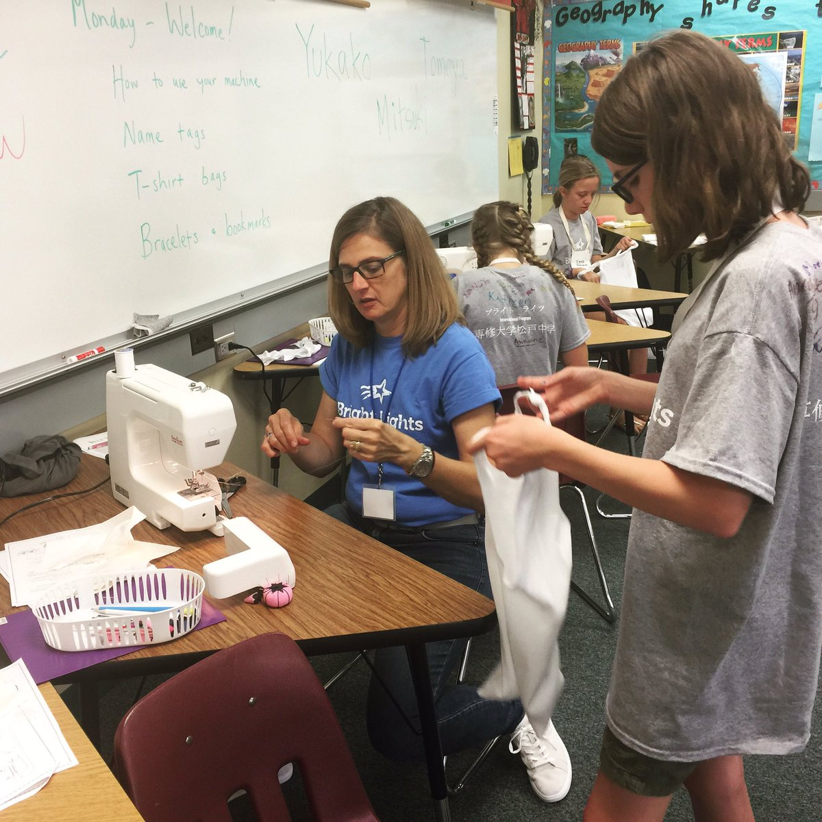 Bright Lights students are making bags out of t-shirts to bring all their projects home in Sew, SO Easy class #brightlights <br>http://pic.twitter.com/sJBENLGYVi &ndash; bij Lux Middle School