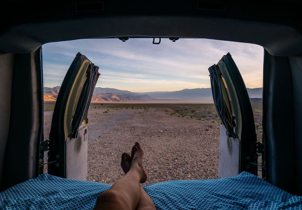 Early morning #vanlife in Death Valley. #iwokeuplikethis  http:// ift.tt/2tKjDzo  &nbsp;  <br>http://pic.twitter.com/mbqQfGMA18