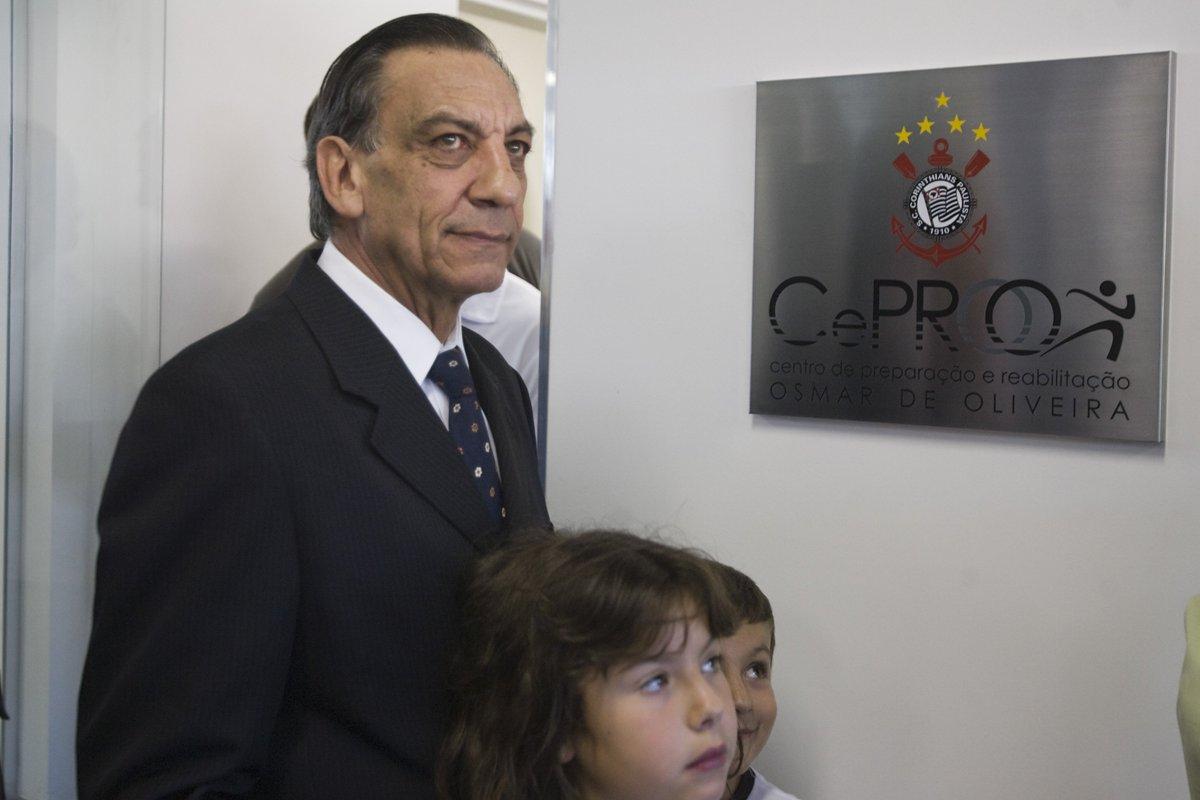 Hoje o eterno Dr. Osmar, ilustre torcedor do #Timão, completaria 74 anos!  📷 Daniel Augusto Jr/Agência Corinthians  #DrOsmarEterno