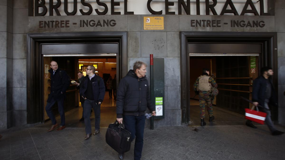 test Twitter Media - 🔴 BREAKING: Polizei im Einsatz: Bahnhof nach Explosion in Brüssel geräumt https://t.co/TqKvcS7G8n https://t.co/Rkg7y3jb4r