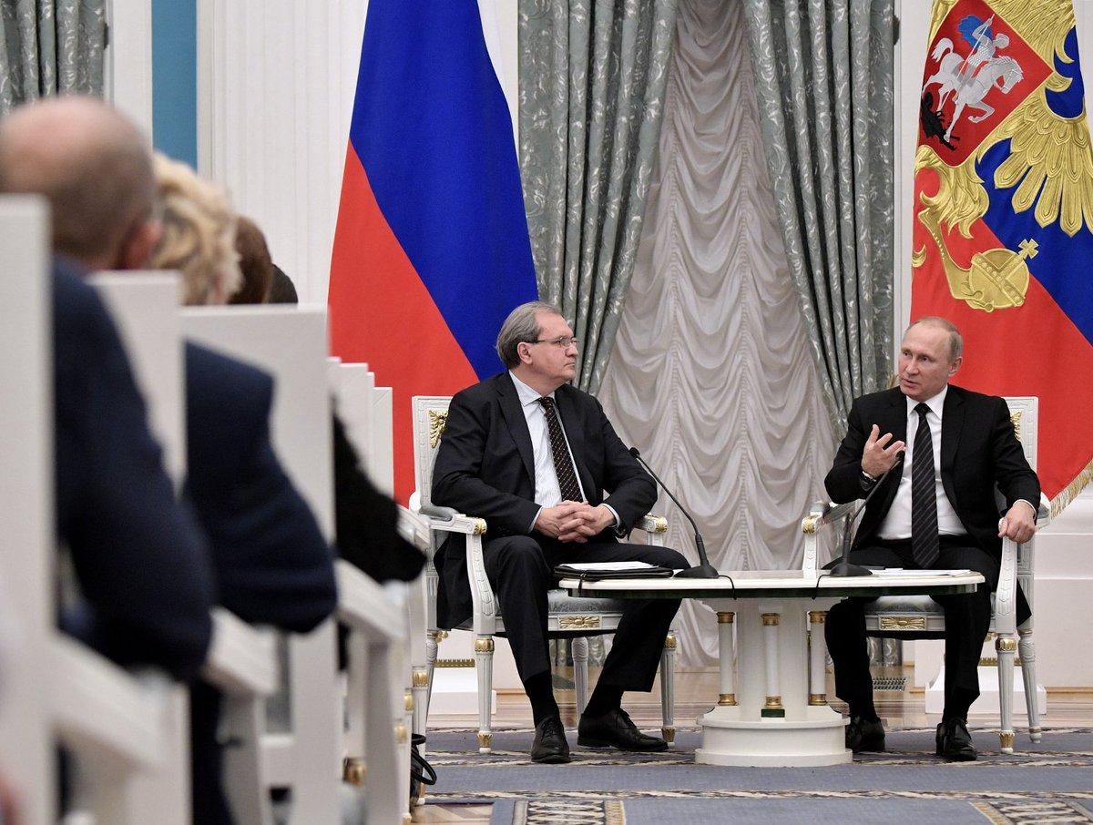 Vladimir Putin has met with members of the Civic Chamber&#39;s sixth convocation at the #Kremlin  http:// bit.ly/2rActgs  &nbsp;  <br>http://pic.twitter.com/JiIY4oQ9CB