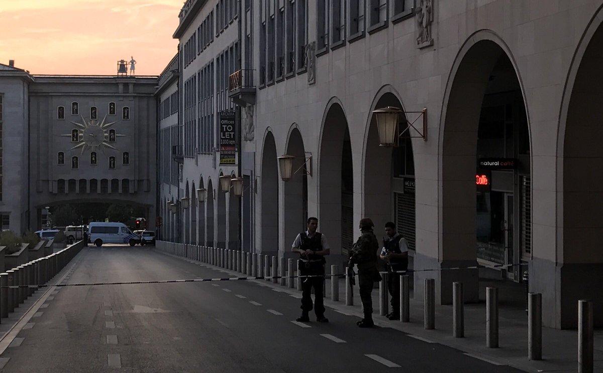 test Twitter Media - Wollte gerade zum Grand Place in Brüssel. Alles gesperrt.Hektik. Noch weiß man nicht viel. Klingt alles nicht gut. Wir drehen um. https://t.co/vhLuIayOGX