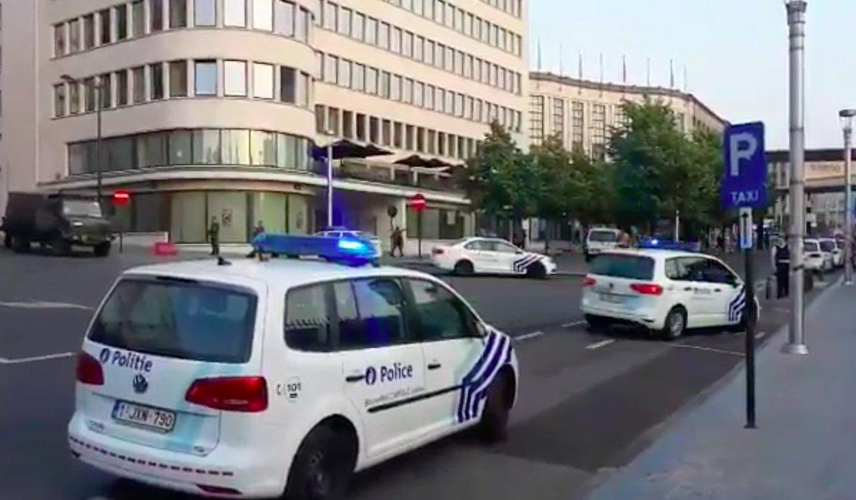 #Bruxelles Un individu portant un sac-à-dos et une ceinture d'explosifs a été abattu #GareCentrale https://t.co/V4l8Uo6jLY