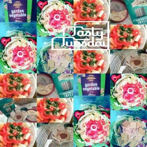#yummy #perfect #creative #stuffed #lettuceflower n #bellpepperflower 1 with #homeade #tunasalad   2#hummas #baked #crakers n #veggies  <br>http://pic.twitter.com/iI29qkRTXf