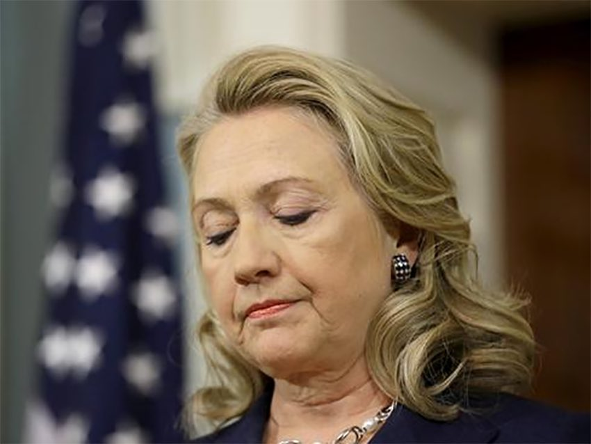 It appears #Comey botched it again. @HillaryClinton still has a security clearance??? And her Aids???    http://www. foxnews.com/politics/2017/ 06/20/state-department-probes-clinton-handling-government-emails-could-pull-her-security-clearance.html &nbsp; … <br>http://pic.twitter.com/hqRKW3Dfeg