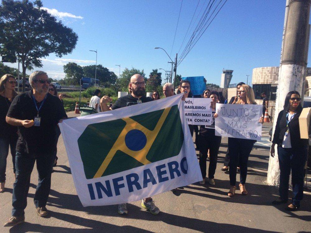 Funcionários da Infraero protestam contra privatização, em Vitória https://t.co/nvJ4Onf7xP #G1