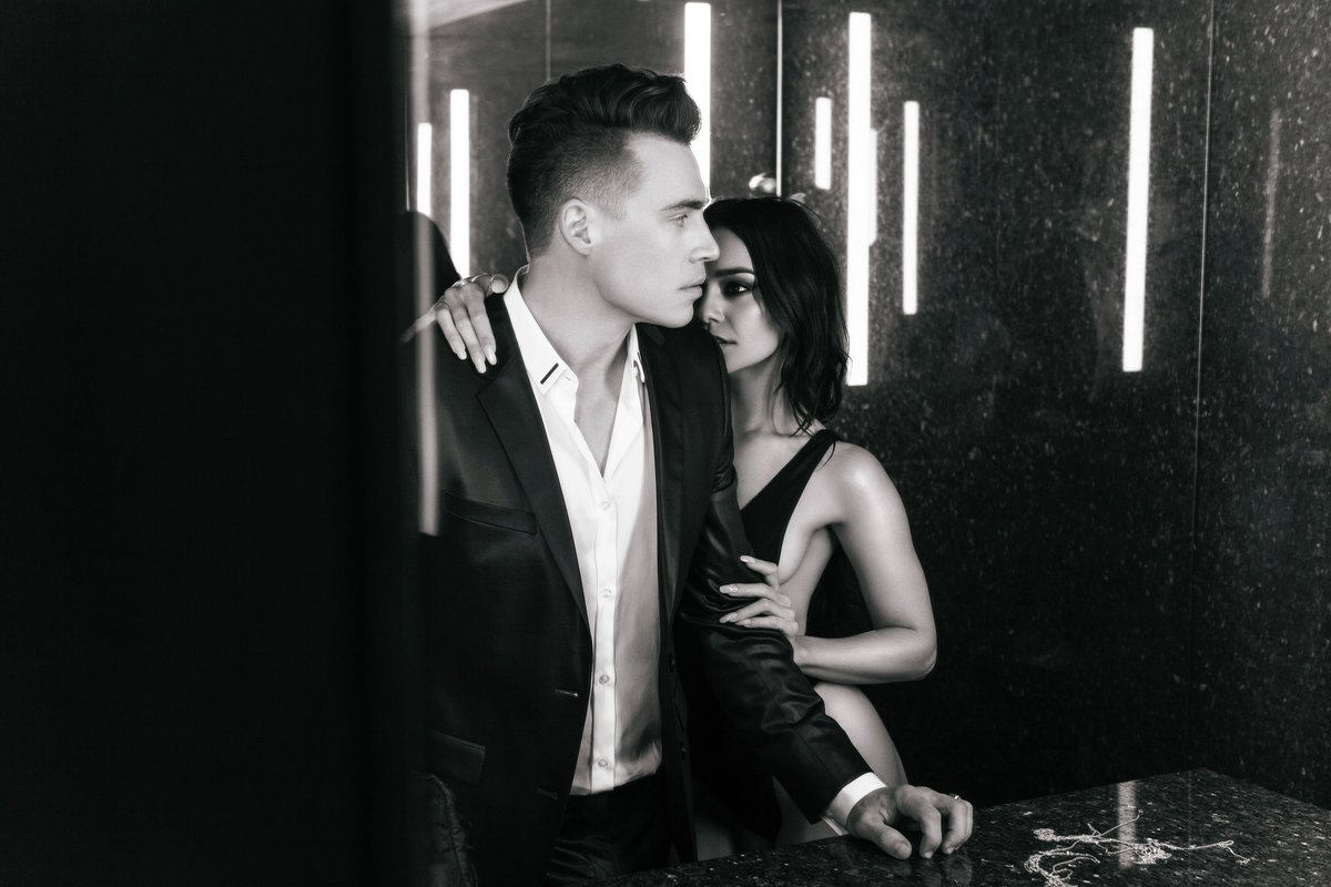 &quot;But I'm still hanging onto The memories that you left&quot;// #NowPlaying #RemindingMe - @shawnhook ft. @vanessahudgens<br>http://pic.twitter.com/mf0pUpxGZ4