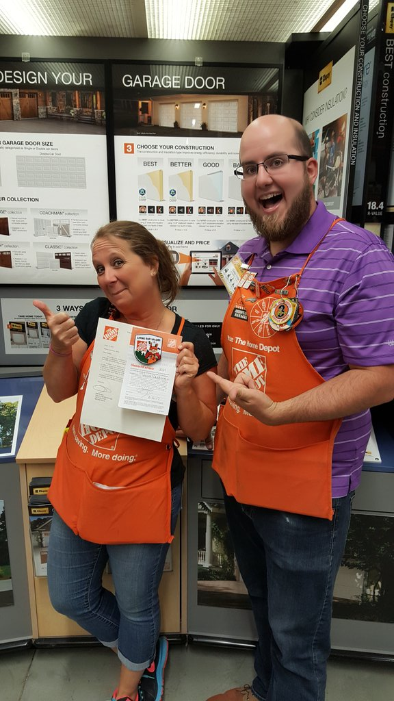 @dishman_tessa getting recognized for generating a lead that sold for $9966.25! Way to go Tessa! #pipeline #MWLeads2017 @TheClanMcClain<br>http://pic.twitter.com/KufzUiHcTt