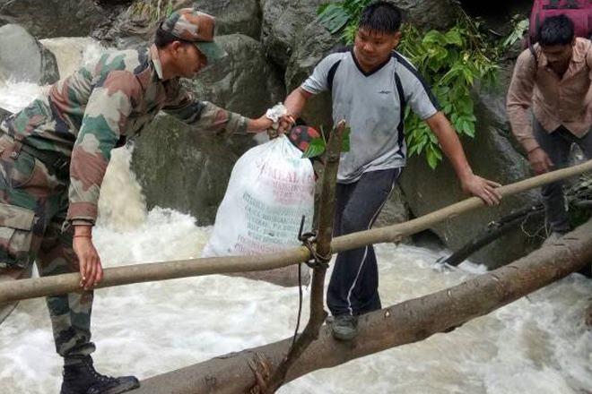 Army rescues 200 stranded civilians after massive landslide in Arunachal Pradesh https://t.co/PMaRMnoTbs