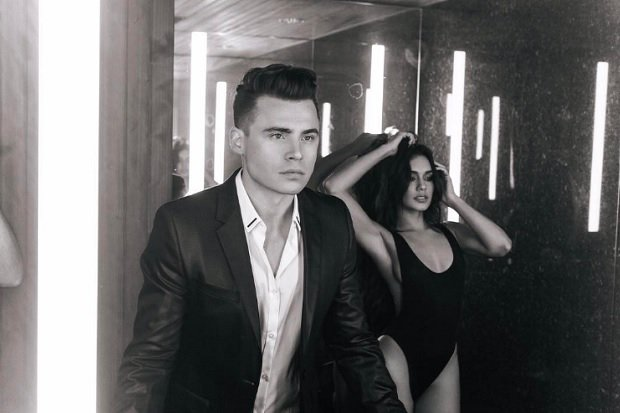 Hear a little of our chat w @ShawnHook shortly, in the meantime,  the UNREAL vid for #RemindingMe ft @VanessaHudgens  https:// youtu.be/W5j3bSprL1k  &nbsp;  <br>http://pic.twitter.com/PVV7scONpE