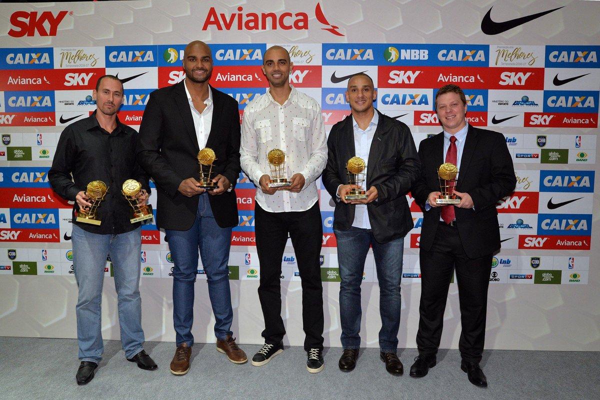 Holloway leva prêmio de MVP do NBB; campeão, Bauru coloca dois na seleção https://t.co/qJoEARTNUF