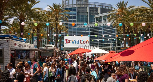 Off to #vidcon tomorrow? These are the panels you MUST attend https://t.co/8HpBUJs8VL https://t.co/LDPvyezwFH