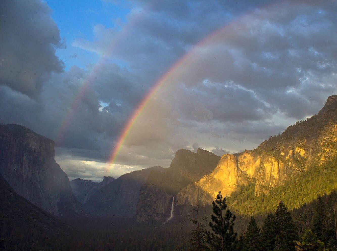 Whoa! Check out this great shot of a double rainbow @YosemiteNPS #California 🌈 https://t.co/QfnshXweSA