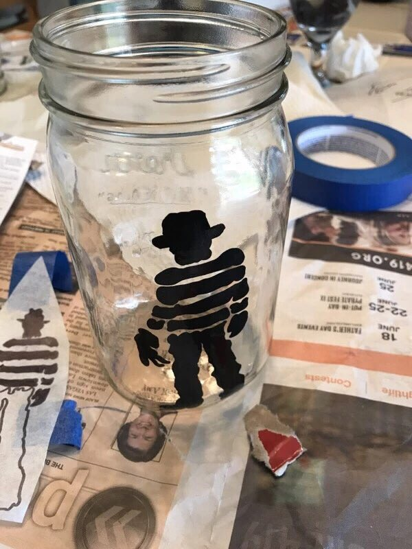 Making some #halloween crafts! With #Freddykrueger and #Jasonvorhees <br>http://pic.twitter.com/keUBMs3fhG