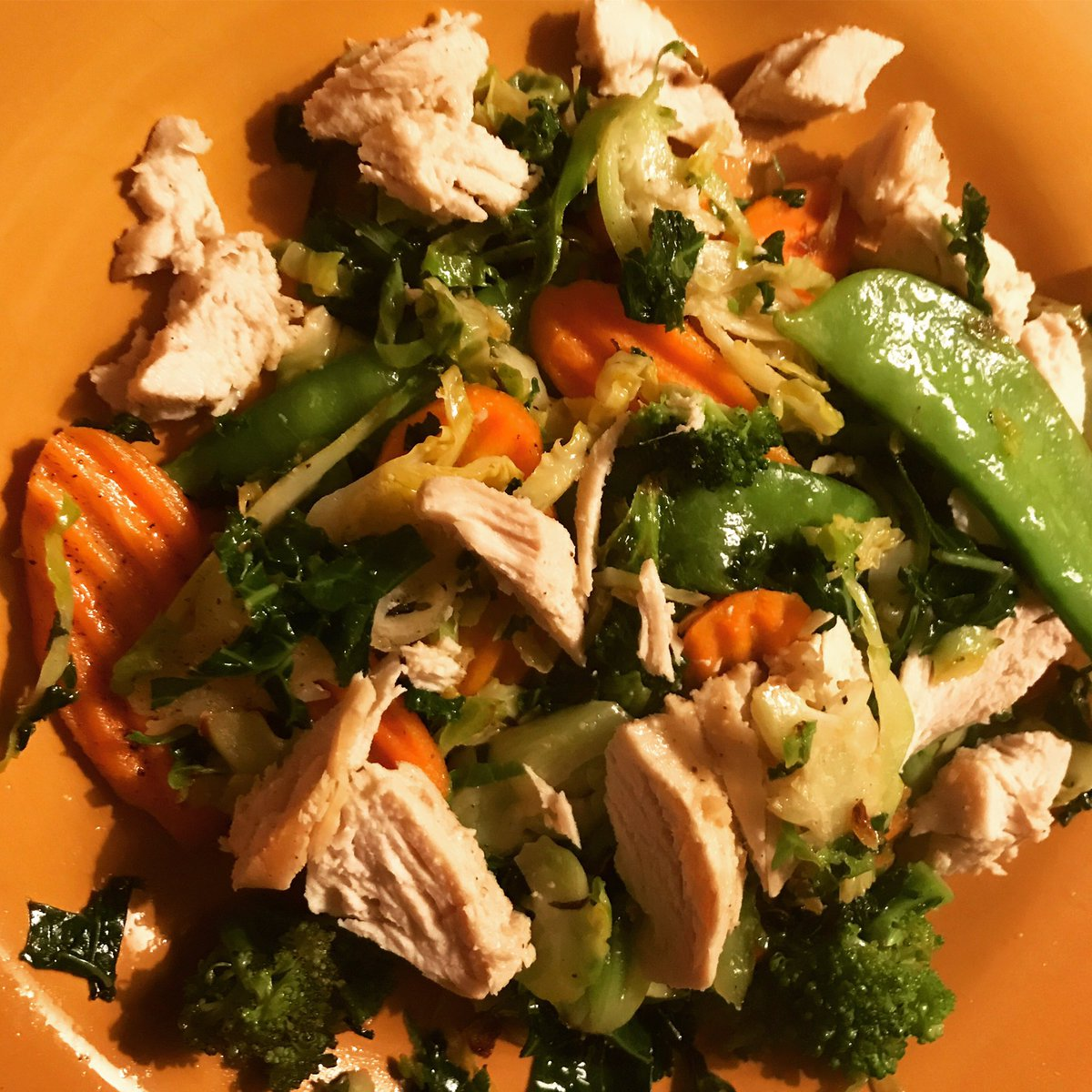 Enjoying my leafy greens  and carrots  as I eat clean &amp; healthy for summer! #doingmybest @SamHeughan @MyPeakChallenge<br>http://pic.twitter.com/QT24UzheIj