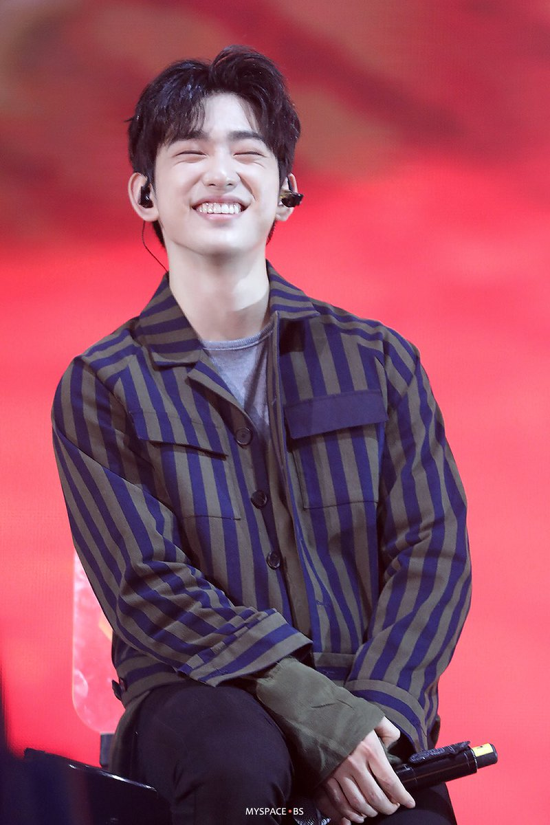 ไหนๆ ลองยิ้มแบบไม่เอามือปิดซิ 😁✨ #Jinyoung #GOT7
