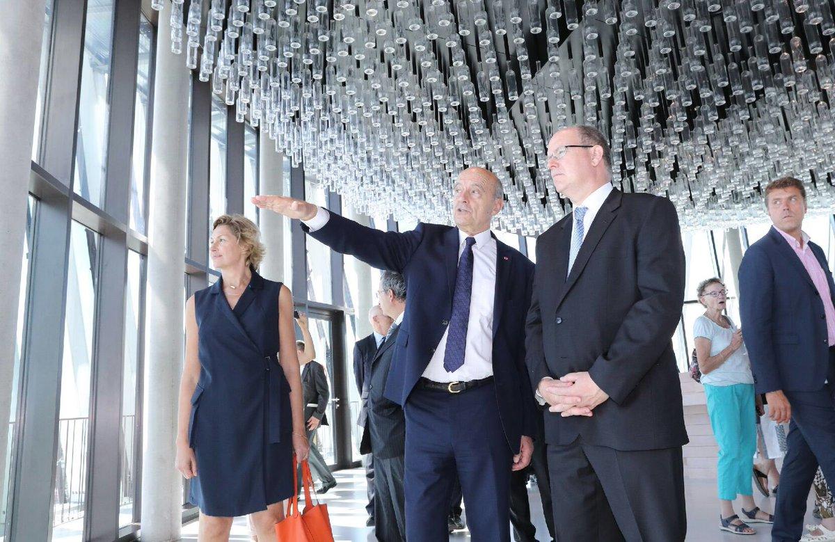 Heureux d'accueillir à Bordeaux le Prince Albert II de Monaco. Découverte de notre phare: @laciteduvin, ouverte sur le monde et ses cultures