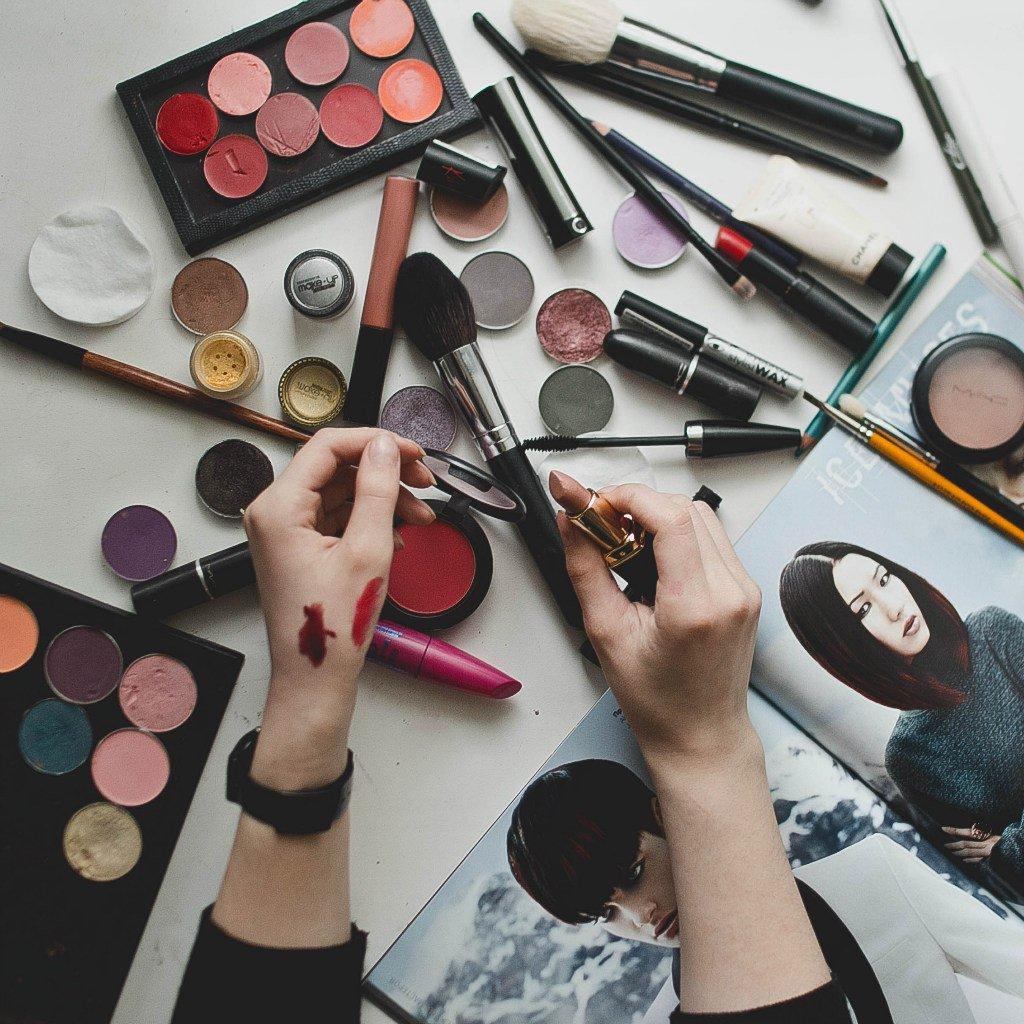 "Кто еще не заходил к нам в гости?!  Раздел ""Макияж"" ждет Вас  http://www.lafbay.ru/katalog/internet-magazin/dlja-lica…  #макияжспб #makeupspb #макияжпитер pic.twitter.com/zg1u47LrKJ"