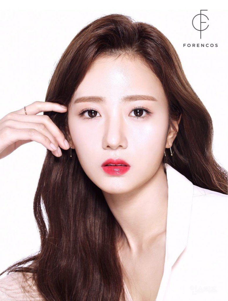 ... models for a cosmetic brand! -- http://pannative.blogspot.com/2017/07/the-female-idol-who-becomes-model-of.html … #Apink #Bomipic.twitter.com/JUdRIxky24