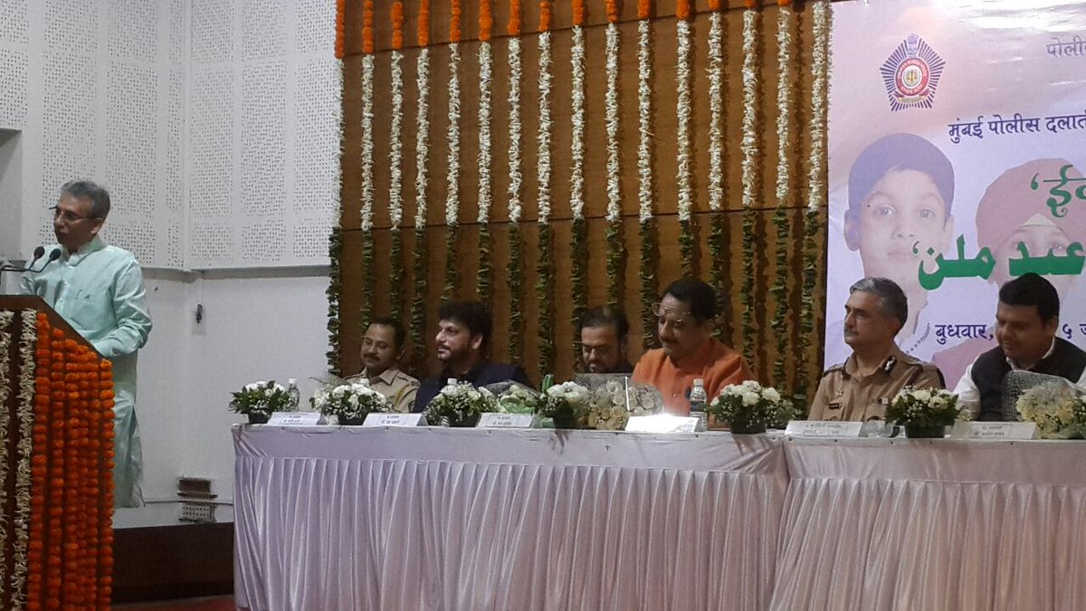 @MumbaiPolice  Organised #EidMilan    @CMOMaharashtra  attended  Watch Live    https:// m.facebook.com/story.php?stor y_fbid=1854875098109951&amp;id=1408855076045291 &nbsp; …   @BJP_ITCELL_Maha @ShainaNC<br>http://pic.twitter.com/nESr3zk2sK