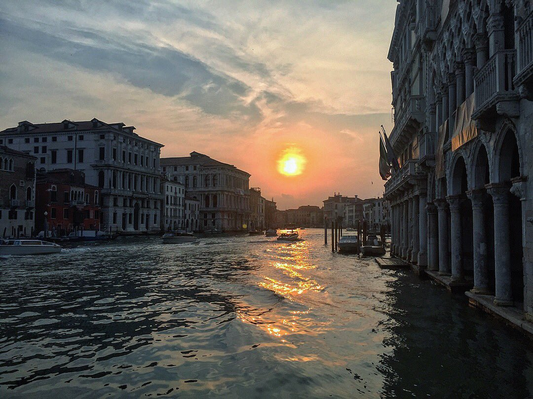 Sunset in Venice via @chiedialladani #travel #Italy #beautyfromitaly
