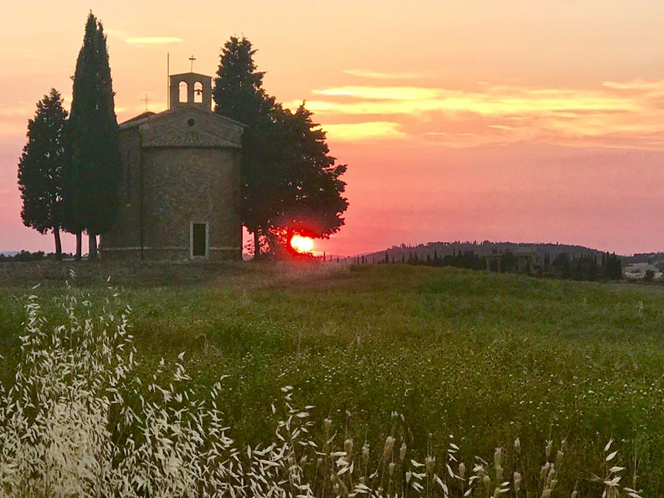 TOSCANA-Val d'Orcia-Vitaleta Chapel-One of the most photographed churches in the world via Nora Garibotti #travel #Italy #beautyfromitaly