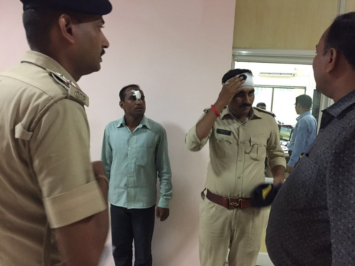 Other side of police lathicharge over agitating textile traders in Surat