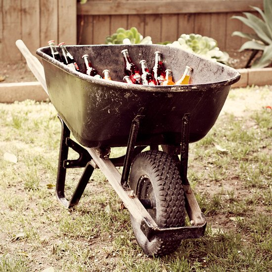 Having a 4th of July party? Fill your wheel barrow with ice and bottles of your preferred beverages and roll it out to the crowd! #EasyTips https://t.co/Xq8vBmYTxD