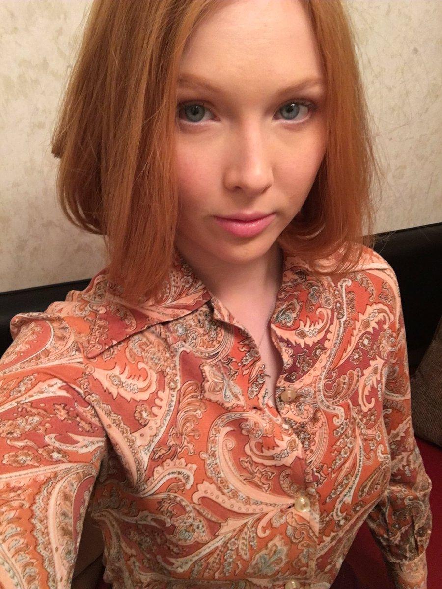 Twitter Molly Quinn