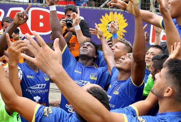 Enhorabuena a todo el equipo de #Delfin que logró ganar el campeonato por primera vez en su historia #ecuador