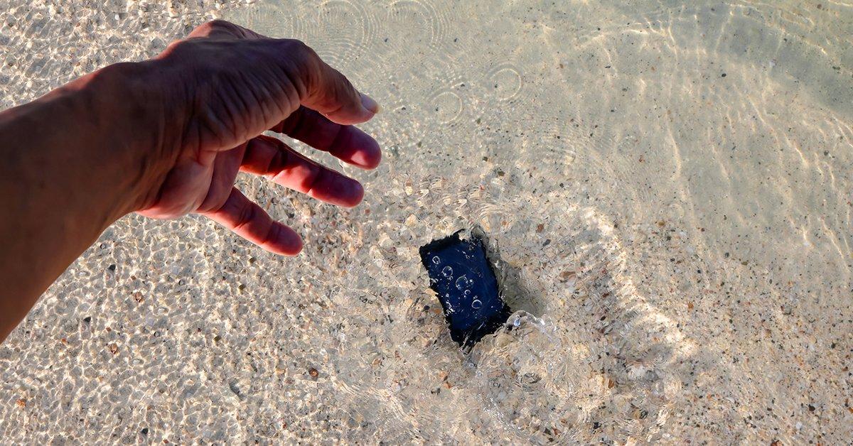 Proteggi il cellulare dai selfie da spiaggia. Cover subacquea samsung/iphone a 14,90€ https://t.co/Nqmgop0SLj  #risparmiacongroupaliaitalia https://t.co/tNht5iroF7