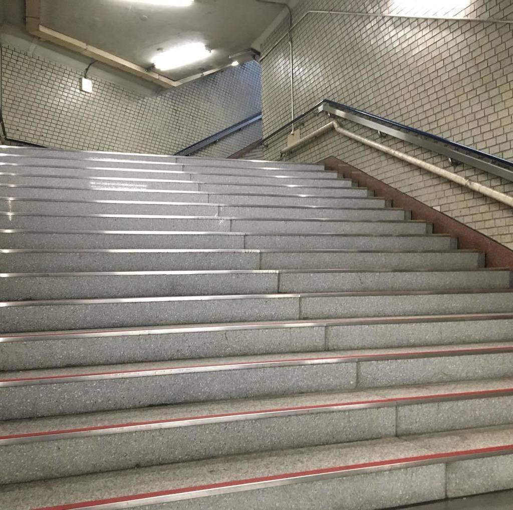 階段でもラクラクかどうか! 無言で上るけれど、色んな発見。自問自答していまーす。 #階段推進部 #心身美活  #積み重ね #カラダ貯金 #あえて好き #healthybody