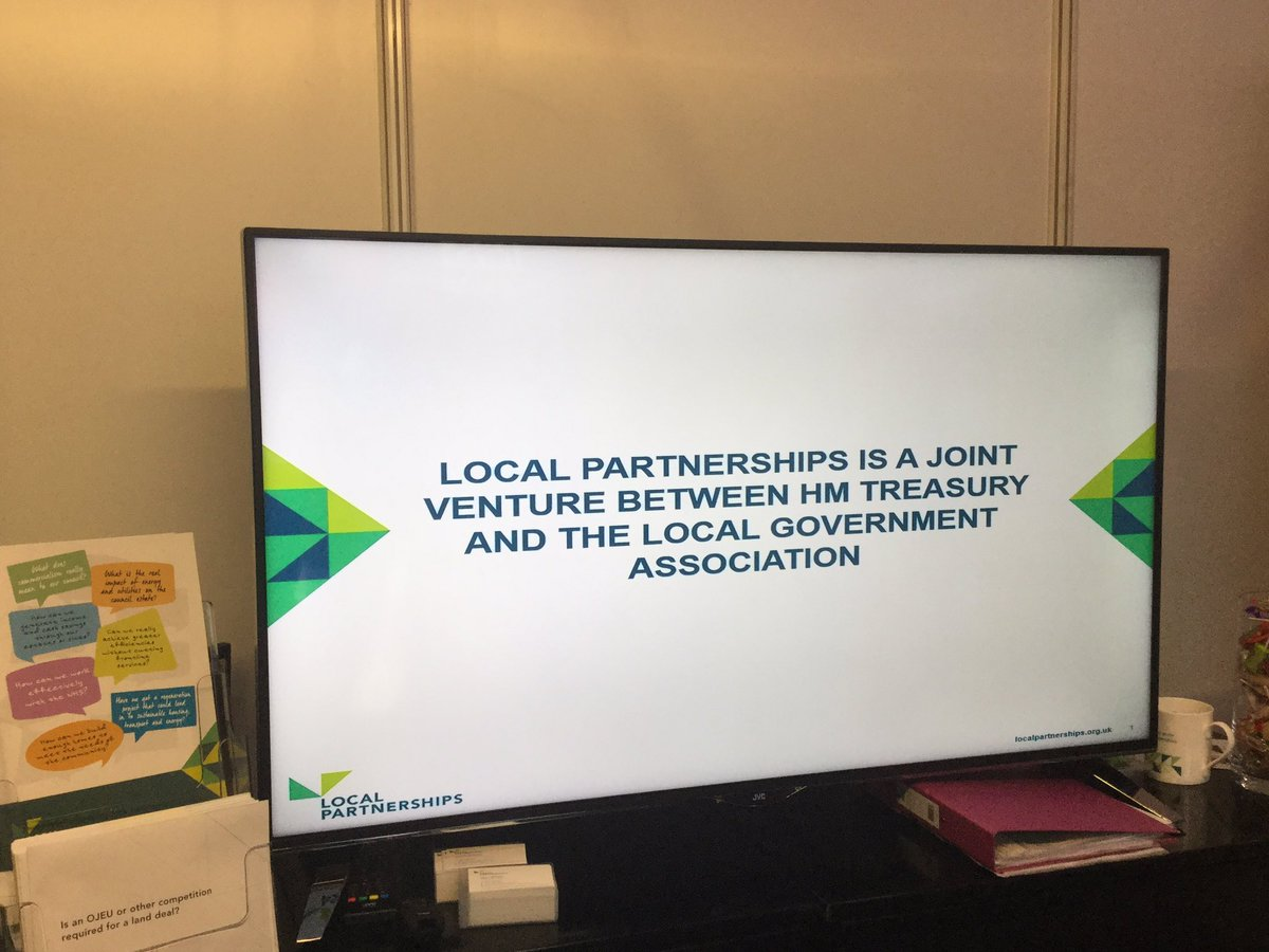 We finally got the TV to work! Better late than never, thanks @LP_Emmabull #LGAConf17 #ITissues