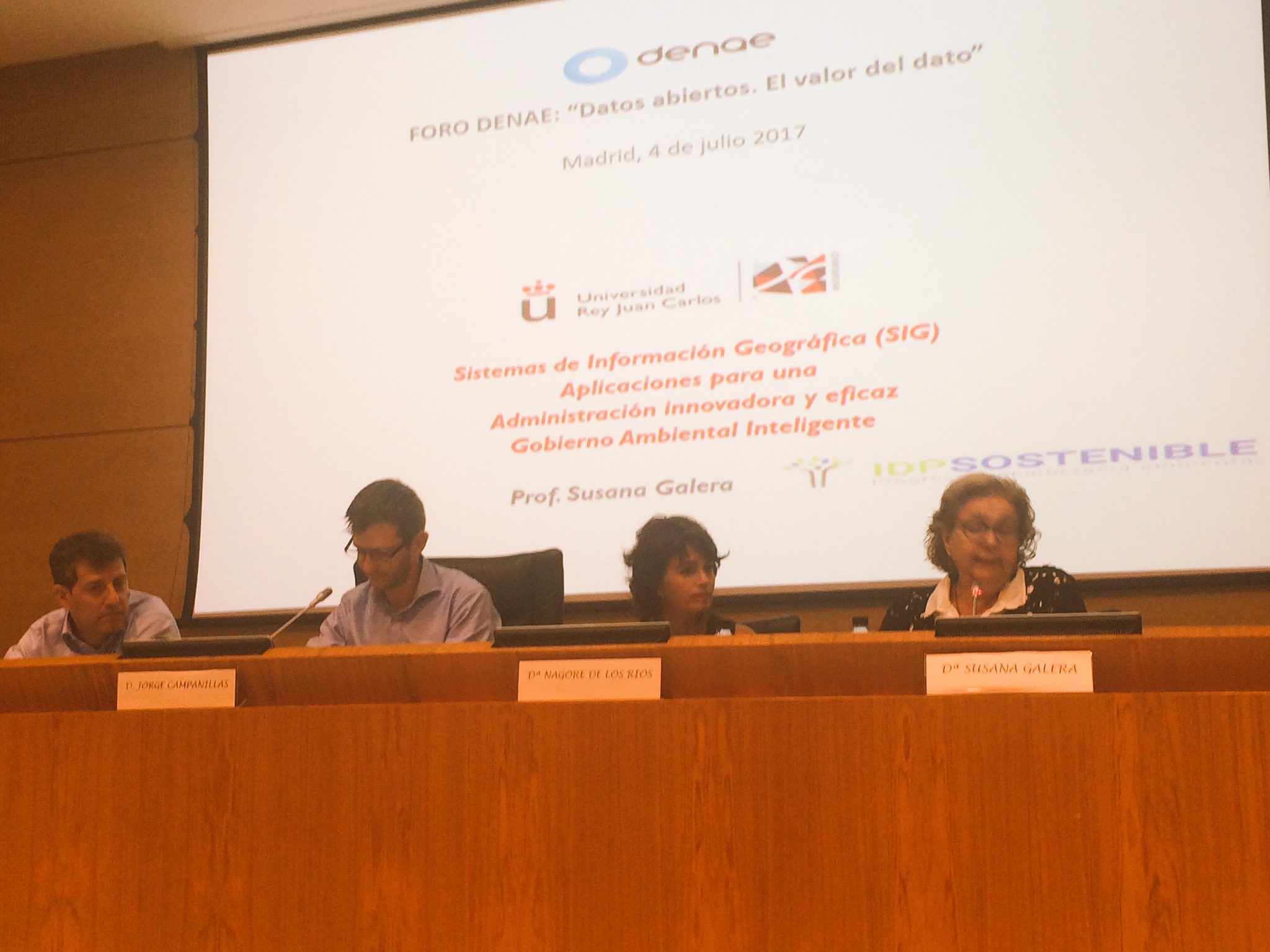 Turno de la mesa del sector privado en #opendata moderada por @jcampanillas #forodenae #SESIAD https://t.co/wmHOBKpc7U