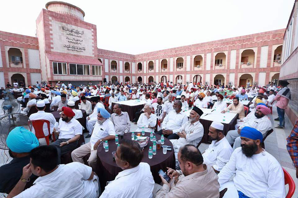 #AMJ #Qadian #Punjab organised #EidMilan. An effort to develop peace &amp; harmony in the society. Many dignitaries attended the program. #Eid<br>http://pic.twitter.com/G6lb9DrKQT