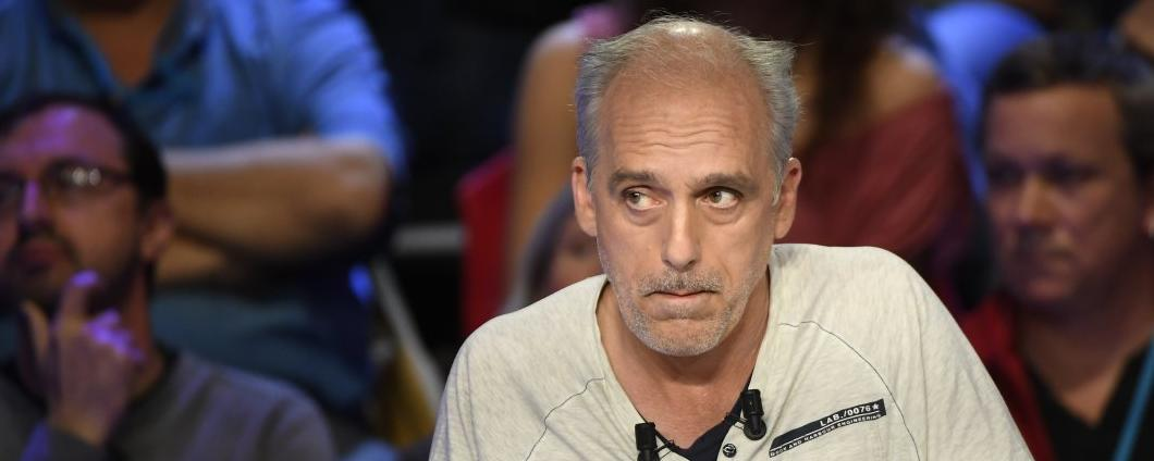 """#PhilippePoutou condamné à 431 euros d'amende pour """"dégradations en réunion""""  http:// bit.ly/2tIpIQ4    pic.twitter.com/0bvAfRhjhu"""